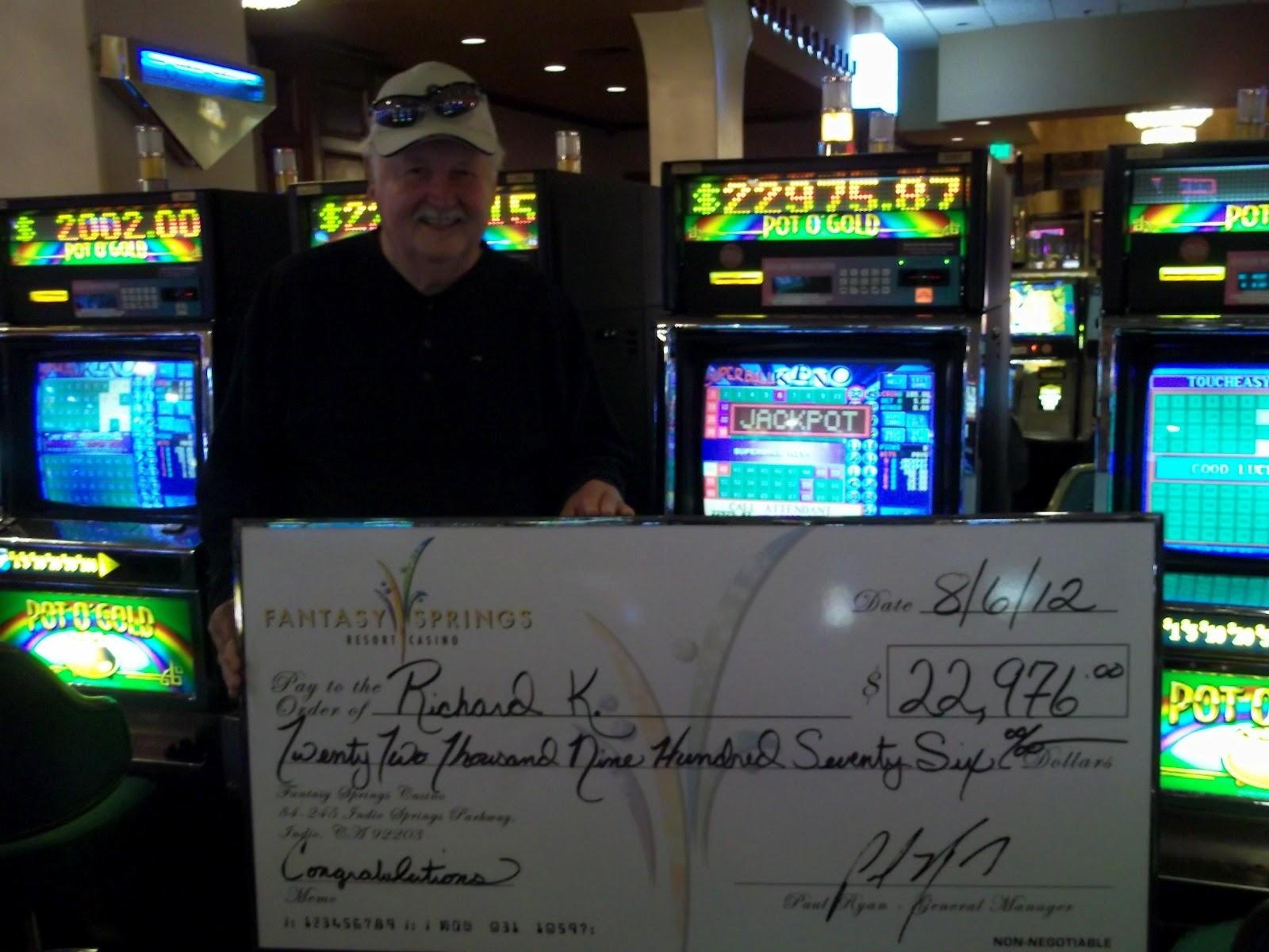$ 2490 Babu cajin kudi na caca a Black Lotus Casino