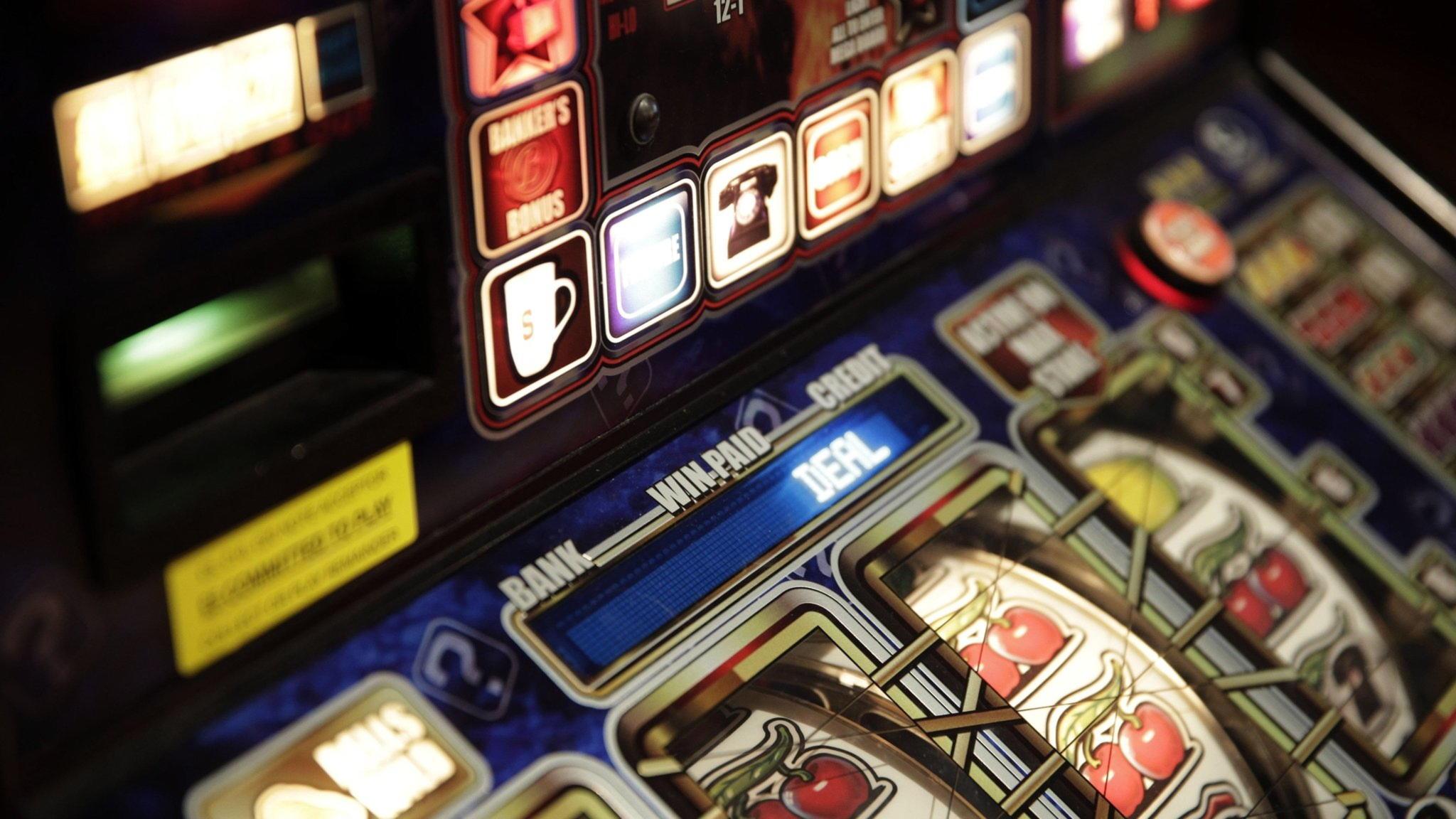 € 165 казинода қара диірмендегі фрироллдың турнирлері
