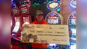 Huge Win Casino Slots(Romanian)JACKPOT