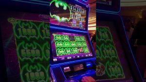 Kéngingkeun ageung di Scarlet Mutiara kasino Mississippi