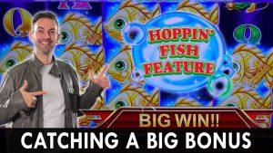 🎣 Catching A large Bonus 🐟 Hoppin' Fish Slot Machine 😸 #Konami for the WIN!