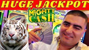 Mighty Cash Slot Machine ENORME JACKPOT HANDPAY - APOSTA DE $ 50 | Máquina de entalhe de limite alto JACKPOT