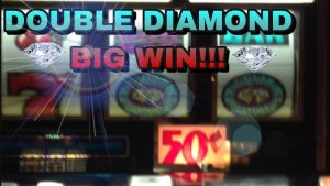DOUBLE DIAMOND large WIN ON 2 SLOT MACHINES AT THE SAME TIME!! #Shorts
