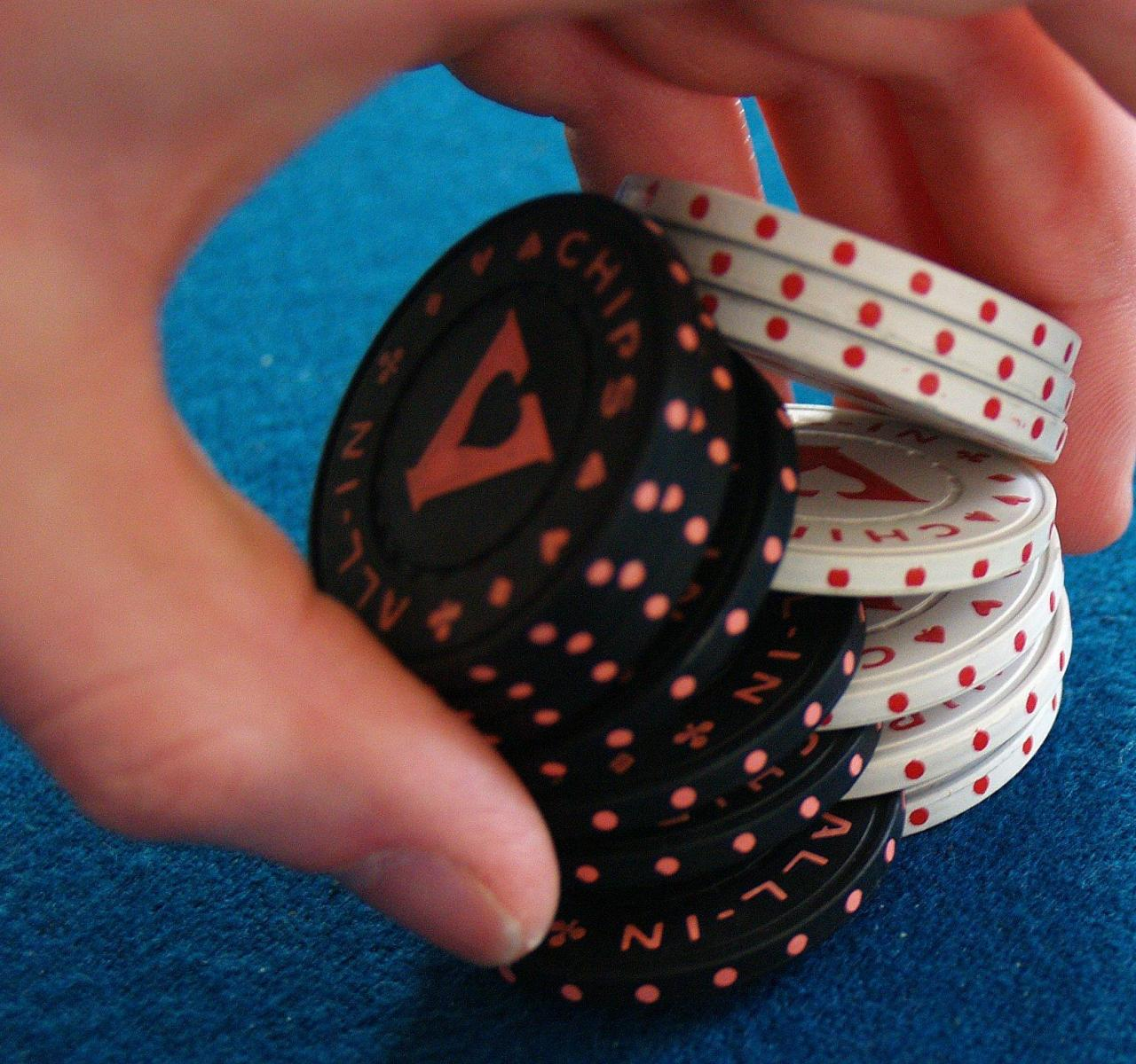 पोकर निशुल्क पैसा