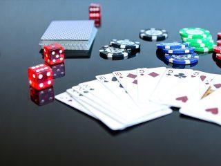 Bônus e Requisitos de Jogabilidade em Casinos Online