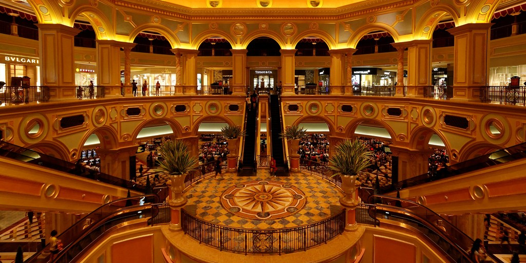 Visit the World's Most Luxurious Casinos!!