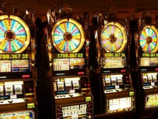 What's The Difference Between Pokies And Slot Machines?