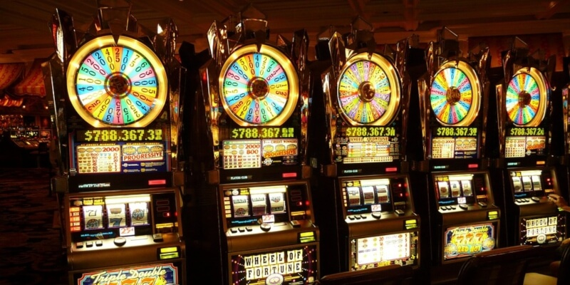Qual è la differenza tra le slot machine e le slot machine?