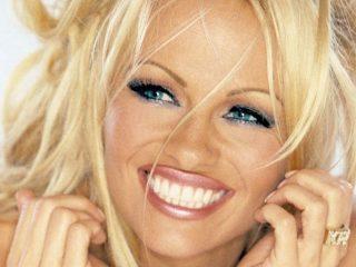 Pamela Anderson Stadig Drej Heads på Kasinoetabellerne