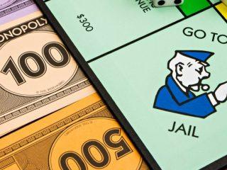 Cho tôi xem tiền! Những kẻ trộm cắp thái quá làm choáng váng