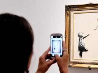 Açık artırmada Banksy kendi sanat eserini küçümsüyor